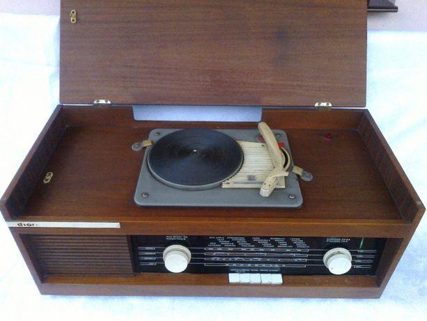 Radio Trubadur z gramofonem