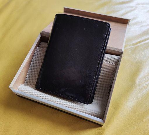 Portfel skórzany Leather Collection. Nowy w drewanianym pudełku.