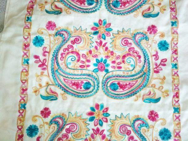 Продам праздничный вышитый кашемировый шарф