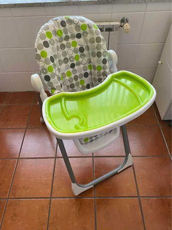 Cadeira portátil com tabuleiro