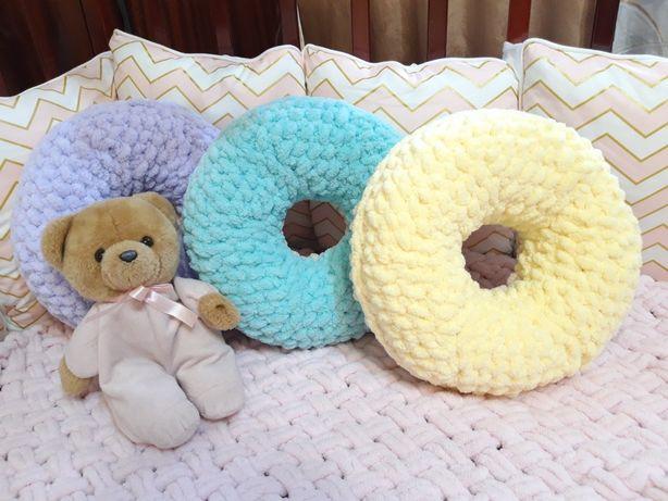 Пончик подушка из пряжи Ализе Пуффи