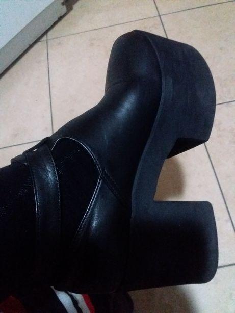 Sapatos de plataforma da prof