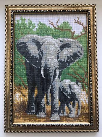 Картина вышита крестиком  «Слон»