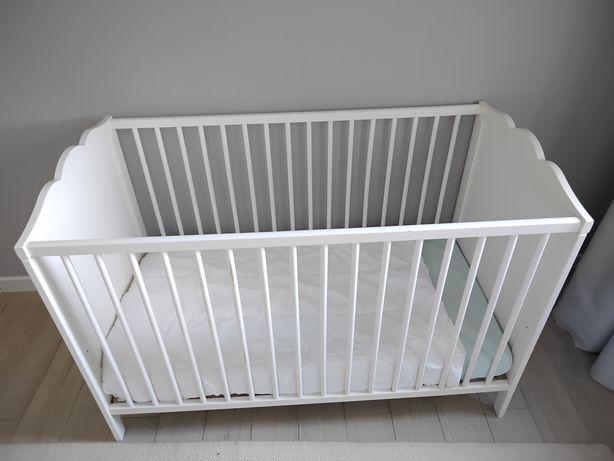 cama de grades de bébé