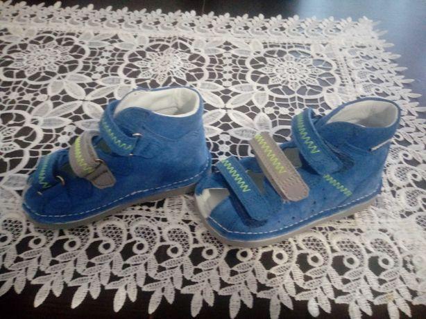 Buty profilaktyczne, buty do nauki chodzenia firmy Bartek