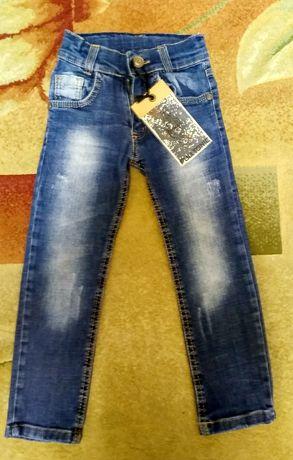 Стильные осенние джинсы для мальчика