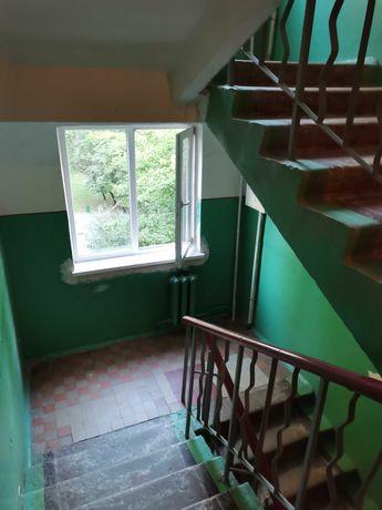 Продаж вул.Виговського 5/5п. 45/28/7,балкон,середній стан.