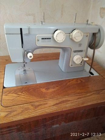 Швейная машинка с механической педалью