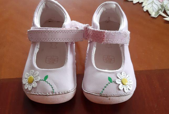 Брендове взуття для дівчинки