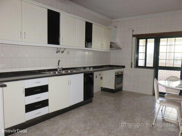 Apartamento T3 em Tarouca