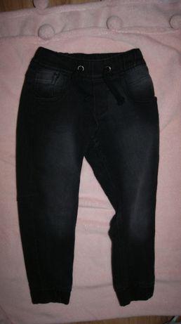 Joggersy - rozciagliwe spodnie- 122 cm na 6-7 lat