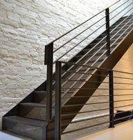 Лестница на второй этаж, на металлокаркасе