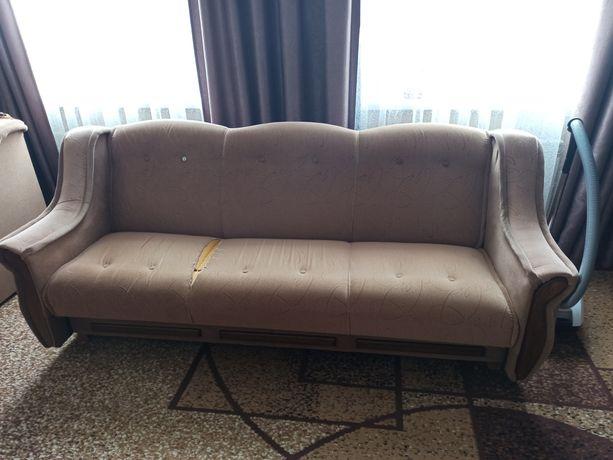 Диван та два розкладні крісла
