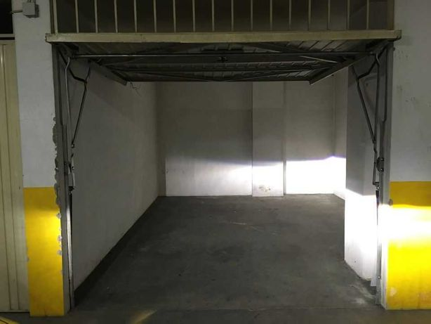 Arrenda-se garagem fechada em Braga