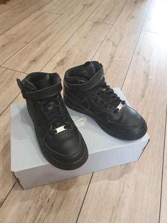 Sprzedam czarne Nike Air Force 1 Mid dla chłopca