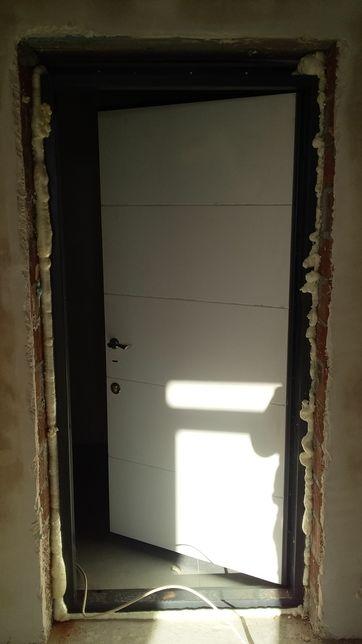 Установка входных дверей, окон, кондиционеров,( +заправка, чистка,).