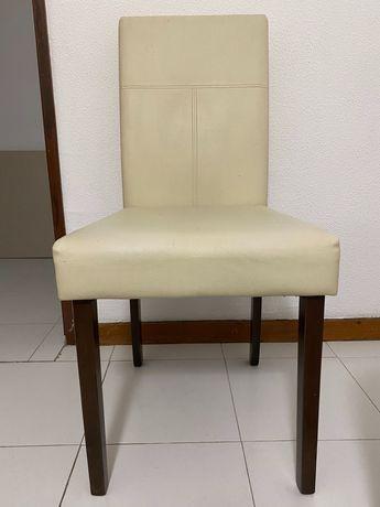4 cadeiras usadas em bege claro