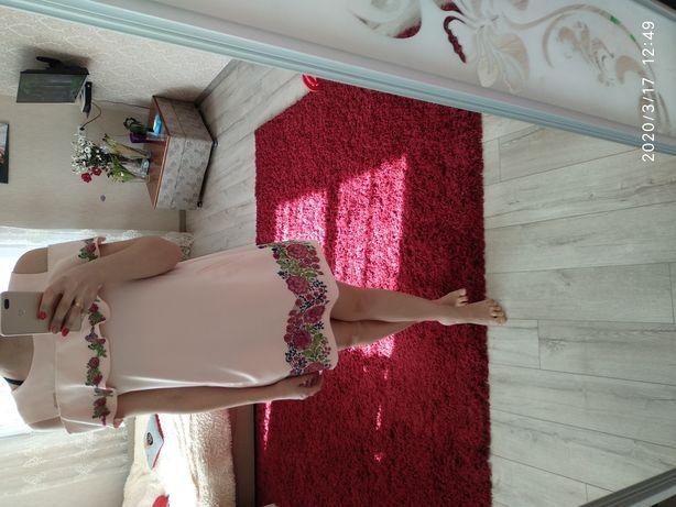 Ніжне персикове плаття