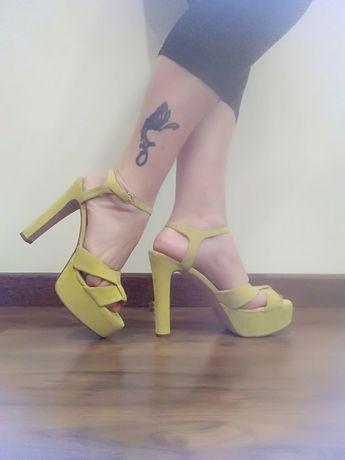 Sandálias amarelas Zara