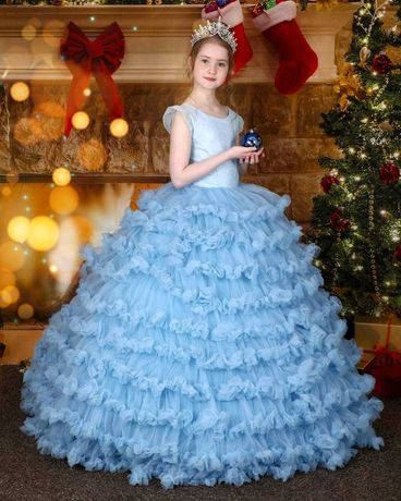 Пошив праздничного детского платья.