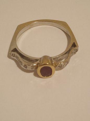 Złoty piescionek z diamentami. Art Deco. Rubin.