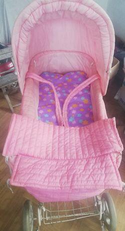 Różowy wózek dziecięcy