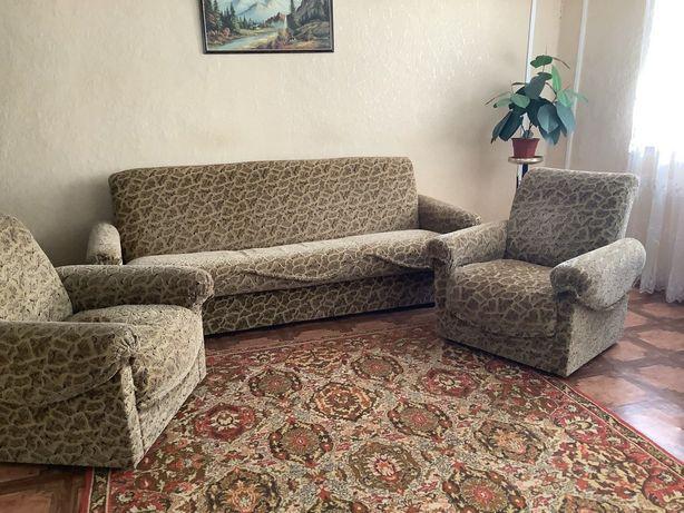 Мягкая мебель. Диван,2 кресла,ковер.