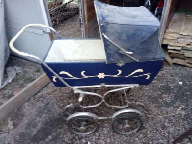 dwa zabytkowe wózki dla dzieci PRL