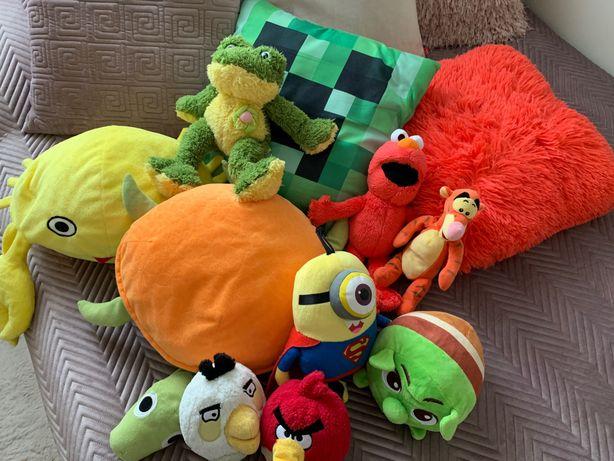 Elmo i inne pluszaki oraz poduszki.