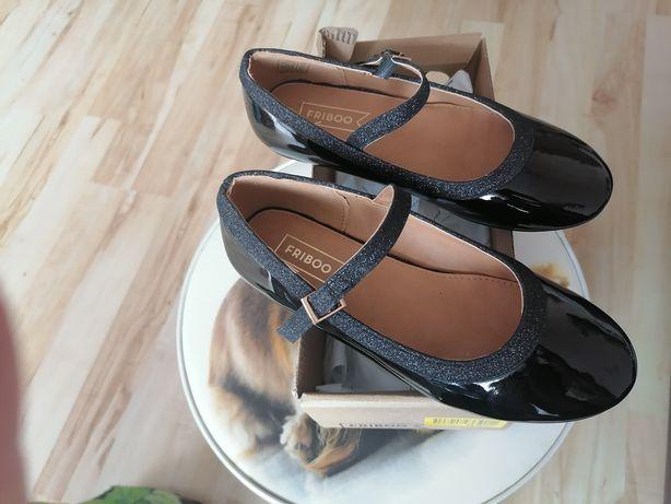 Pantofelki lakierowane