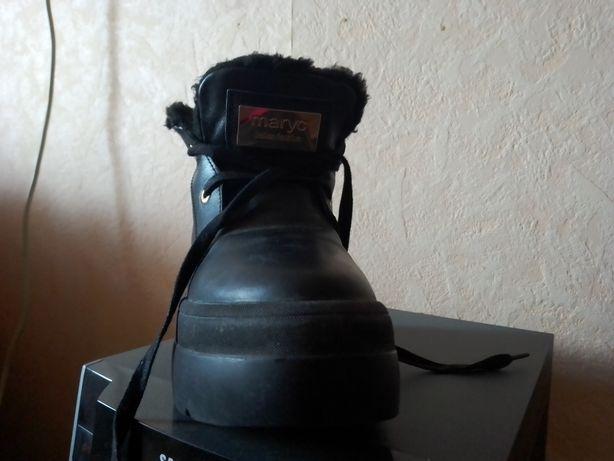 Продам теплые кожаные ботинки 36 размер