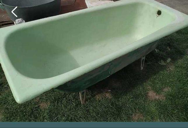 Чавунна ванна салатового кольору