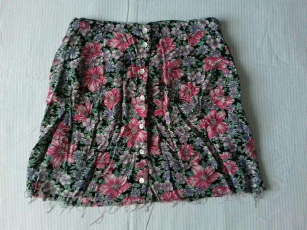 Spódnica mini w kwiaty na guziki