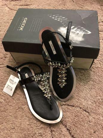 Новые кожаные босоножки (сандали, вьетнамки) Geox