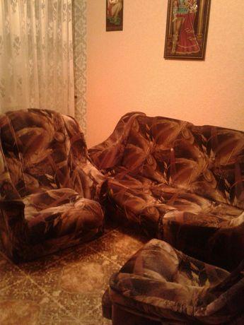 Мягкая мебель (диван и два кресла - 10т.р)