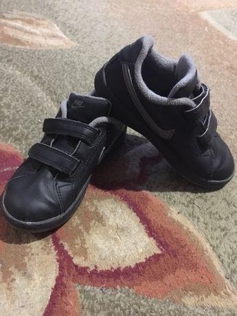 Фирменные кроссовки, мокасины Nike.