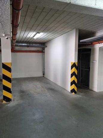 Miejsce parkingowe w hali garażowej