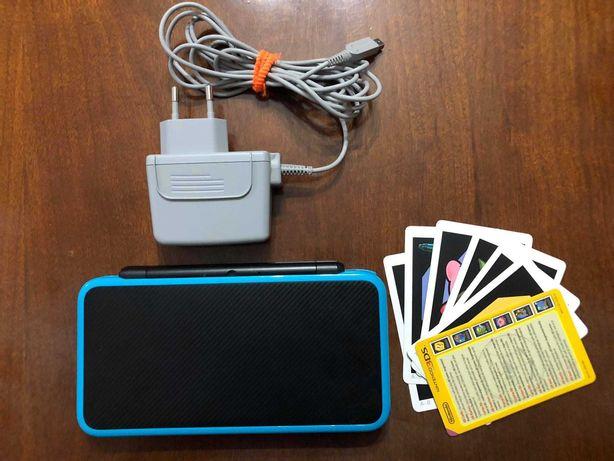New Nintendo 2DS XL (Black & Turquoise) + Carregador Oficial (3DS)