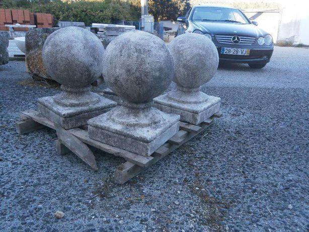 Bolas em pedra antigas para portões de quinta ( Altura 65 cm )