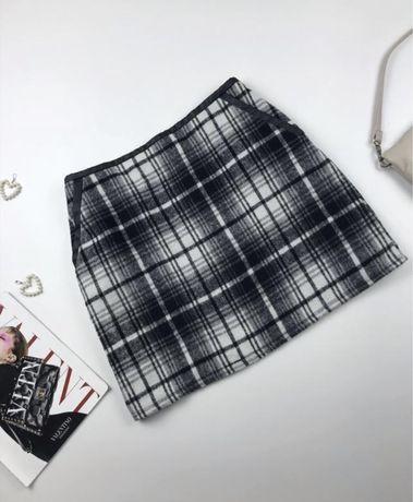 Тёплая юбка в клетку с карманами