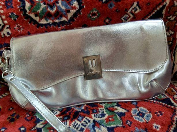 Серебристая  сумочка - клатч, в отличном состоянии.