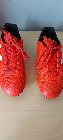 Buty do gry w piłkę, korki rozmiar 34