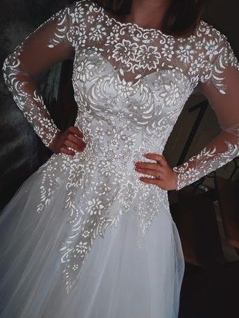 Светоотражающее свадебное платье