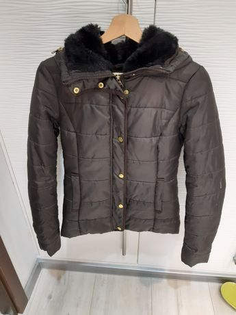 pikowana brązowa kurtka