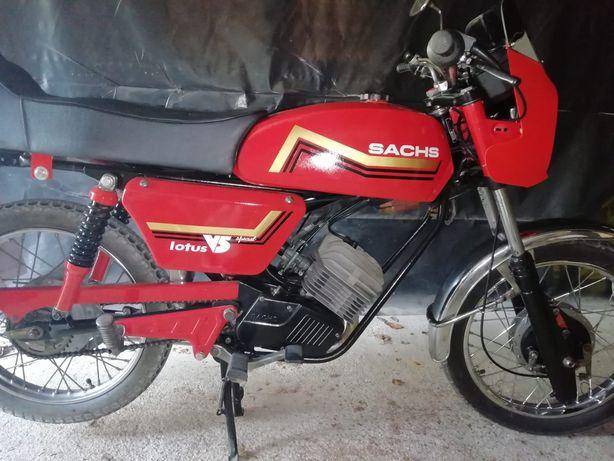 Motorizada Lótus V5