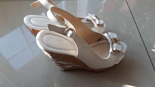 Białe sandały na koturnie rozm.37