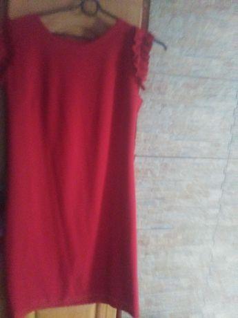 Wyprzedaż szafy. Czerwona sukienka
