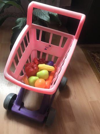 Детская тележка с фруктами