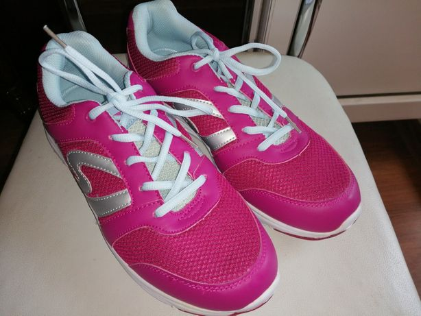 Классные новые кроссовки