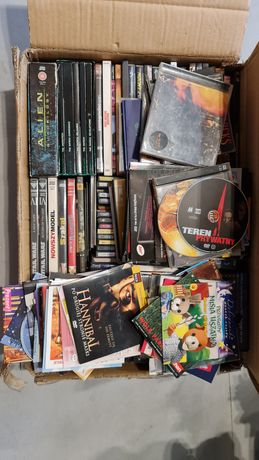 Około 200 płyt CD i DVD